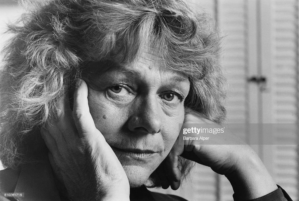 American film and stage actress <a gi-track='captionPersonalityLinkClicked' href=/galleries/search?phrase=Estelle+Parsons&family=editorial&specificpeople=221565 ng-click='$event.stopPropagation()'>Estelle Parsons</a> at her home in New York City, 26th March 1990.