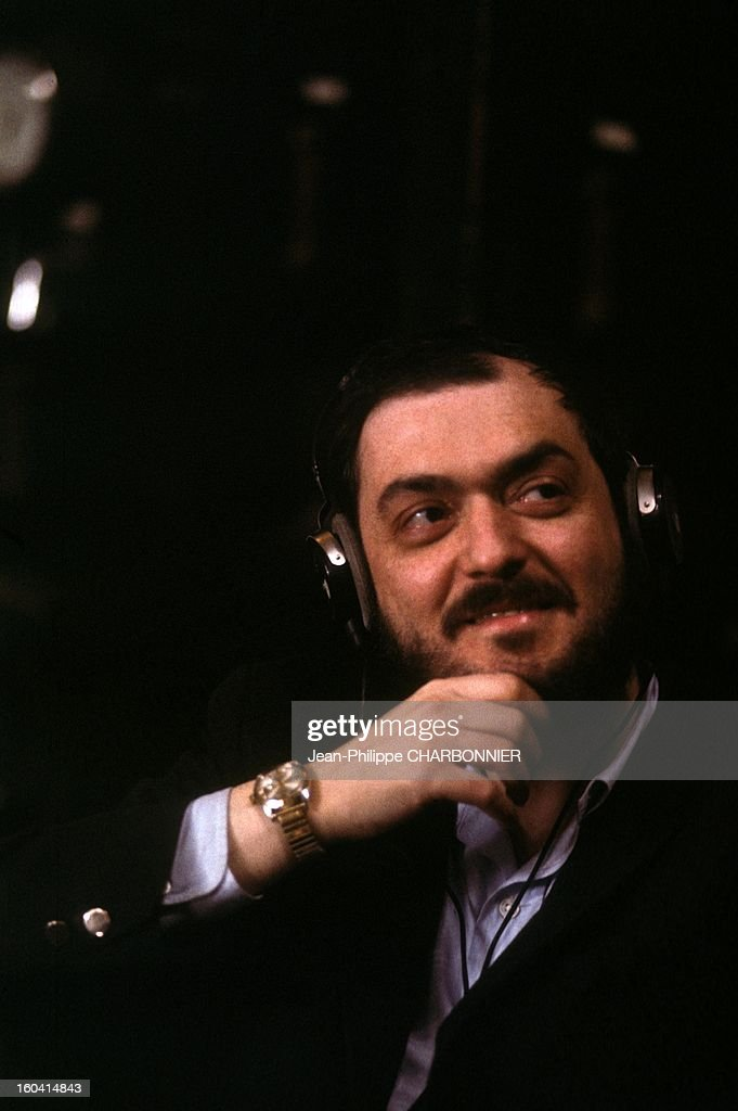 American film director Stanley Kubrick on the set of the movie '2001: A Space - american-film-director-stanley-kubrick-on-the-set-of-the-movie-2001-a-picture-id160414843