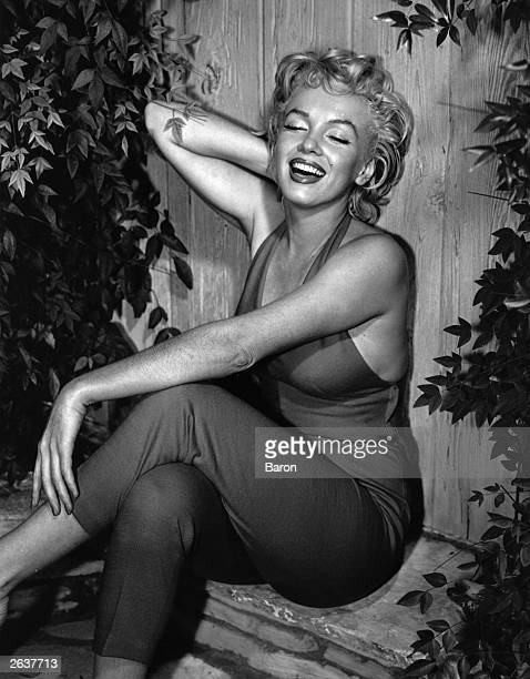 American film star Marilyn Monroe in Palm Springs Original Publication People Disc HW0699