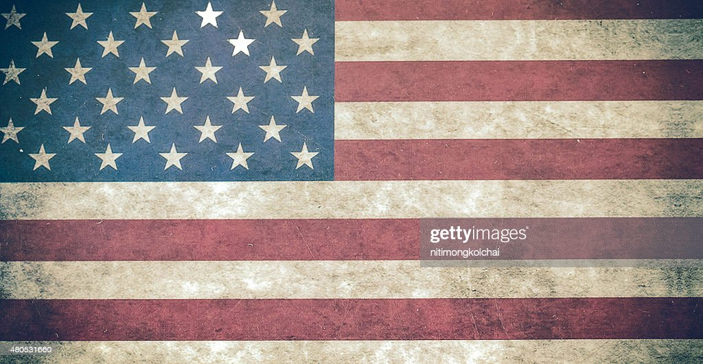 Amerikanische Flagge schmutzigen Wand isoliert auf weißem Hintergrund : Stock-Foto