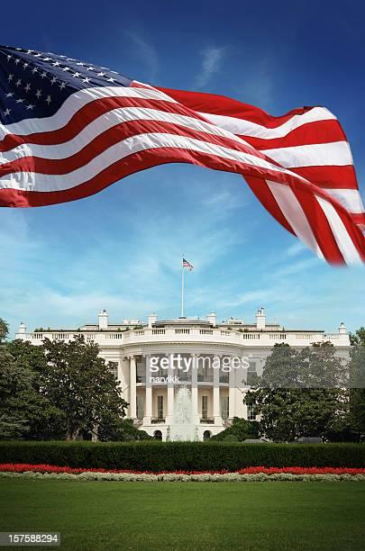 Drapeau américain en face de la Maison-Blanche