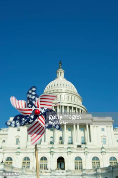 Drapeau américain Moulin à vent se met aux platines dans le Capitole de Washington, D.C.