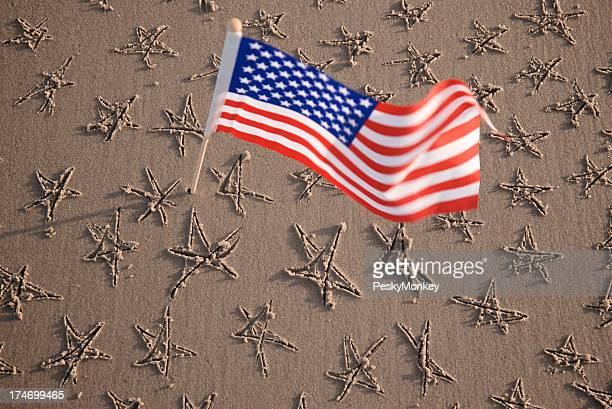 アメリカ国旗の星のビーチを背景に