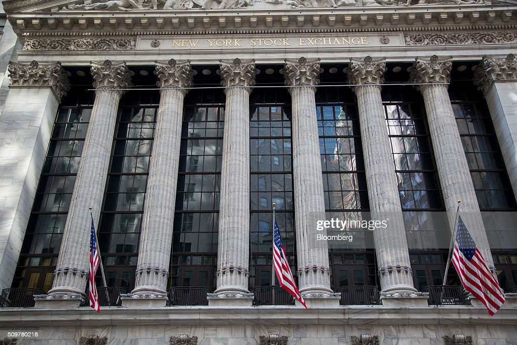 American flags fly outside of the New York Stock Exchange (NYSE) in New York, U.S., on Friday, Feb. 12, 2016. U.S. stocks halted a five-day slide that dragged global equities into a bear market, as oil rebounded from a 12-year low and bank shares surged. Photographer: Michael Nagle/Bloomberg via Getty Images