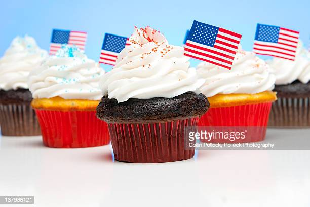 American flags on cupcakes