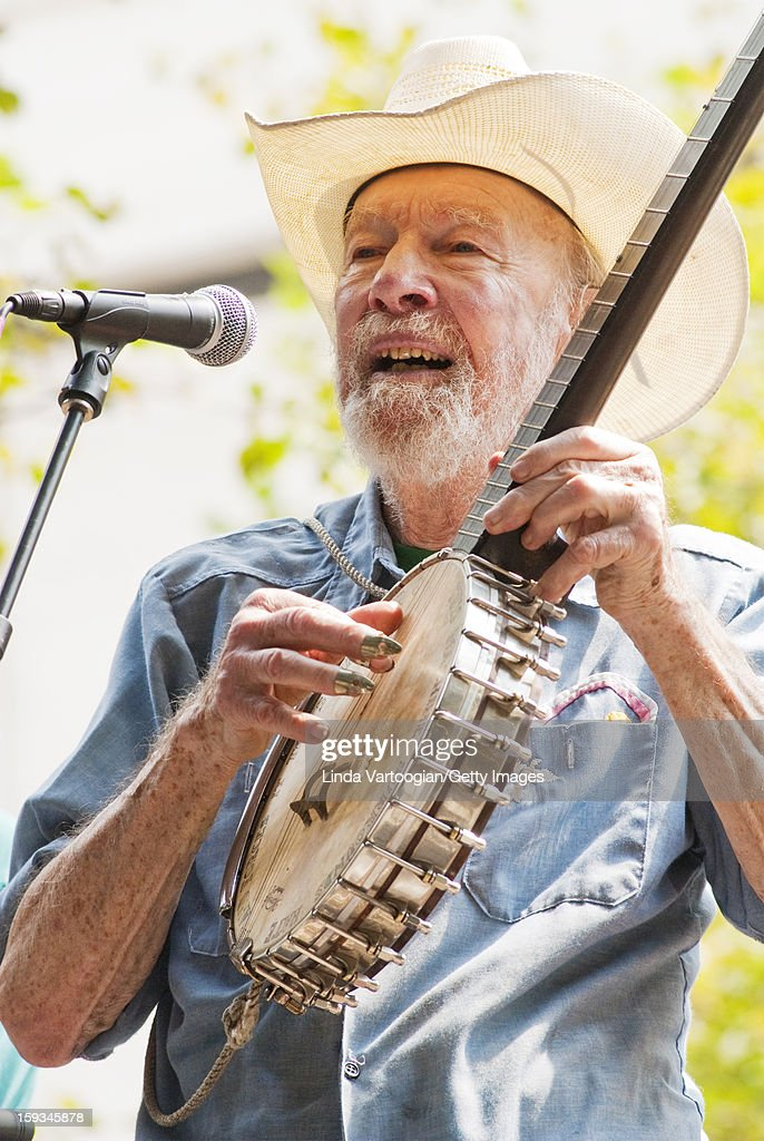 American folk musician <a gi-track='captionPersonalityLinkClicked' href=/galleries/search?phrase=Pete+Seeger&family=editorial&specificpeople=213821 ng-click='$event.stopPropagation()'>Pete Seeger</a> performs on South Plaza of Lincoln Center during the 25th Annual Roots of American Music Festival, New York, New York, August 24, 2008.