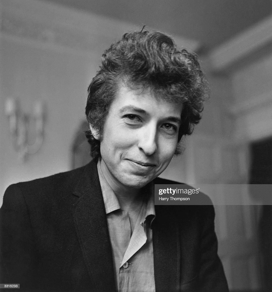 American folk/rock singer and songwriter <a gi-track='captionPersonalityLinkClicked' href=/galleries/search?phrase=Bob+Dylan&family=editorial&specificpeople=203289 ng-click='$event.stopPropagation()'>Bob Dylan</a> smiles during a meeting with the British press, April 28, 1965. (Photo by H. Thompson/Evening Standard/Hulton Archive/Getty Images