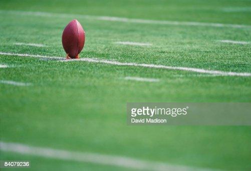 American football on kicking tee : Foto de stock