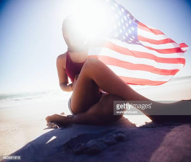 アメリカンガールに星、ストライプの旗