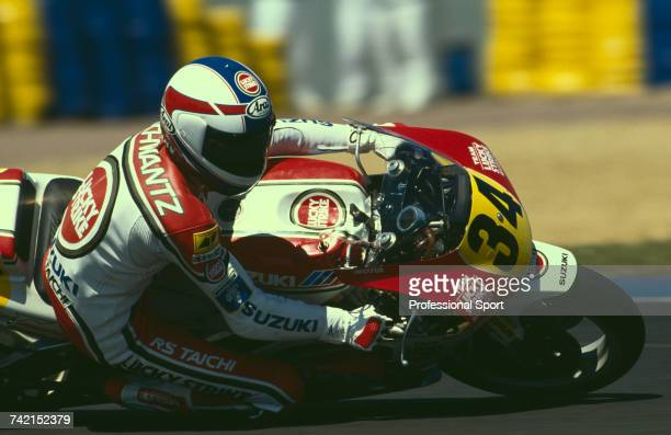 American Grand Prix motorcycle road racer Kevin Schwantz rides the 500cc Lucky Strike Suzuki RGV500 to finish in first place to win the 1990 French...