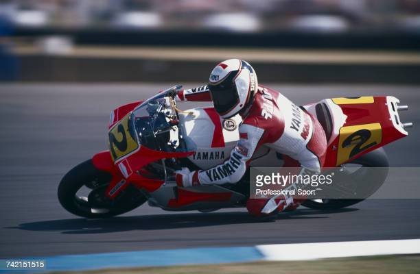American Grand Prix motorcycle road racer Wayne Rainey rides the 500cc Marlboro Roberts Yamaha YZR500 to finish in 2nd place in the 1990 British...