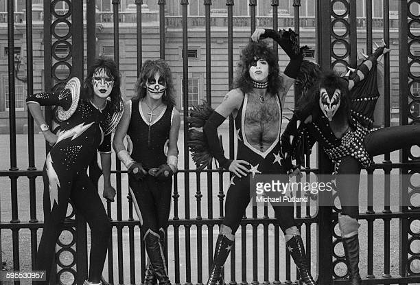 American heavy metal group Kiss outside the gates of Buckingham Palace 10th May 1976 The band are in London for their first UK appearances Left to...