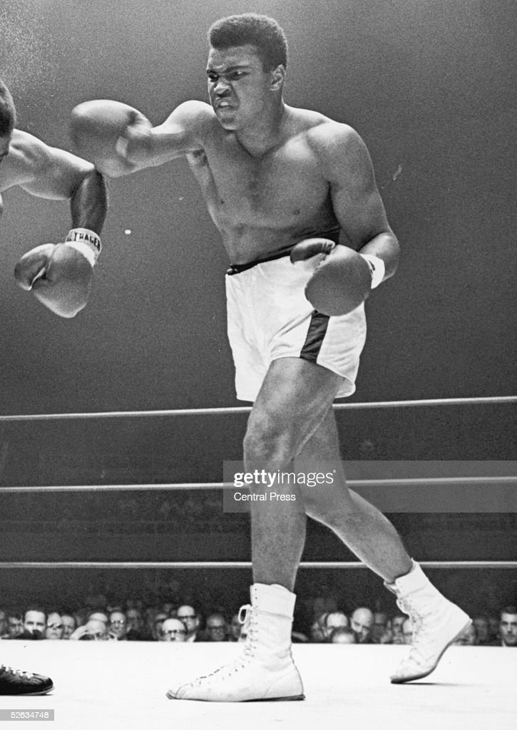 American Heavyweight boxer Cassius Clay defends his World Heavyweight Boxing titleagainst Floyd Patterson in las Vegas 27th November 1965 Clay won in...
