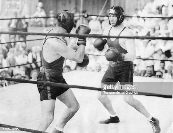 American heavyweight boxer Jack Dempsey spars with German heavyweight Max Schmelling during an exhibition bout at Schmeling's training camp Swannoa...