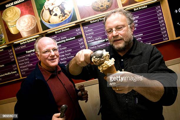 American ice cream makers Ben Cohen en Jerry Greenfield founders of the brand Ben Jerry's give out ice creams for free in their shop in the centre of...
