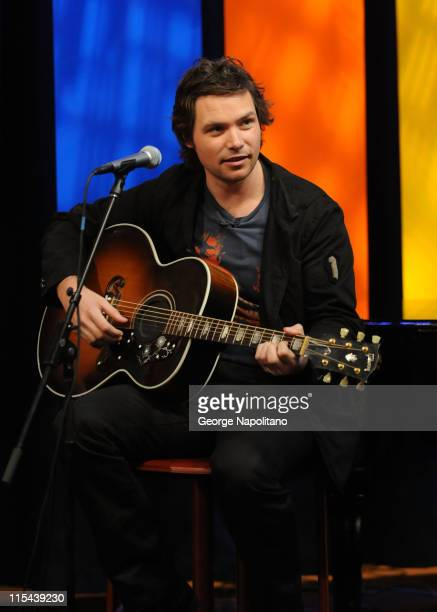 'American Idol' contestant Michael Johns performs on 'The Morning Show with Mike Juliet' on April 15 2008 in New York City