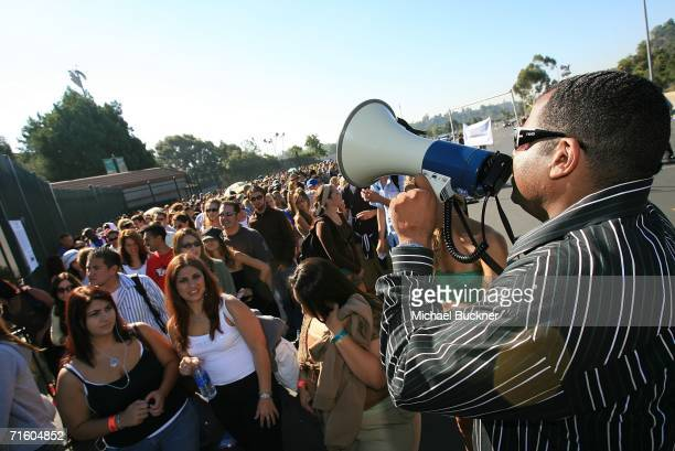American Idol hopefuls wait in line for the open audition for American Idol Season 6 at the Rose Bowl on August 8 2006 in Pasadena California