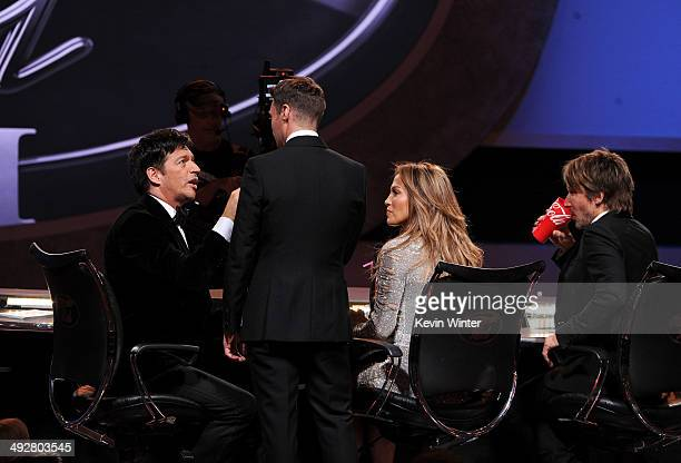 American Idol Judges Harry Connick Jr host Ryan Seacrest Jennifer Lopez and Keith Urban onstage during Fox's 'American Idol' XIII Finale at Nokia...