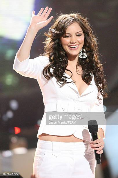 'American Idol' Season 5 Top 2 Finalist Katharine McPhee from Sherman Oaks California performs 'We Made It Through the Rain'