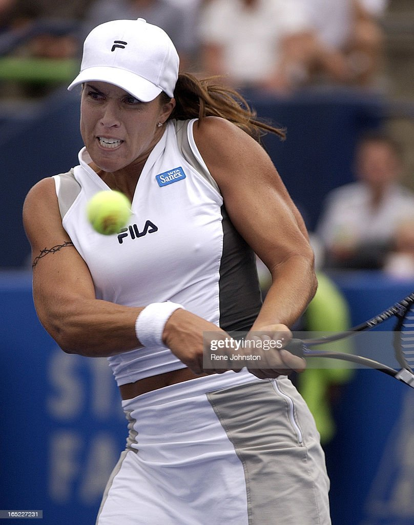 AT&T CUP3 American Jennifer Capriati returns the volley of Wynne