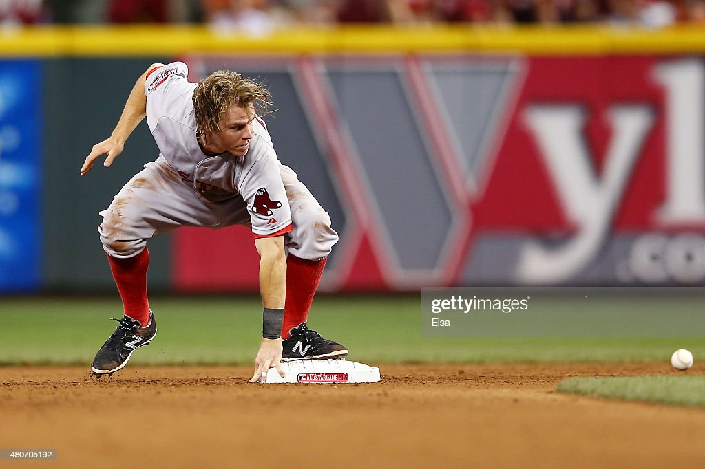 American League All-Star <a gi-track='captionPersonalityLinkClicked' href=/galleries/search?phrase=Brock+Holt&family=editorial&specificpeople=9690034 ng-click='$event.stopPropagation()'>Brock Holt</a> #26 of the Boston Red Sox steals second base in the seventh inning against the National League during the 86th MLB All-Star Game at the Great American Ball Park on July 14, 2015 in Cincinnati, Ohio.