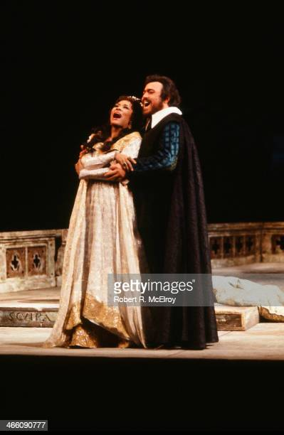American mezzosoprano Shirley Verrett and Italian tenor Luciano Pavarotti perform in the Metropolitan Opera production of 'La Favorita' February 17...