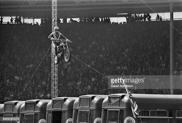 1977 Viva Knievel Doing Daredevil Stunt Evel Harley: Evel Knievel Stock Photos And Pictures