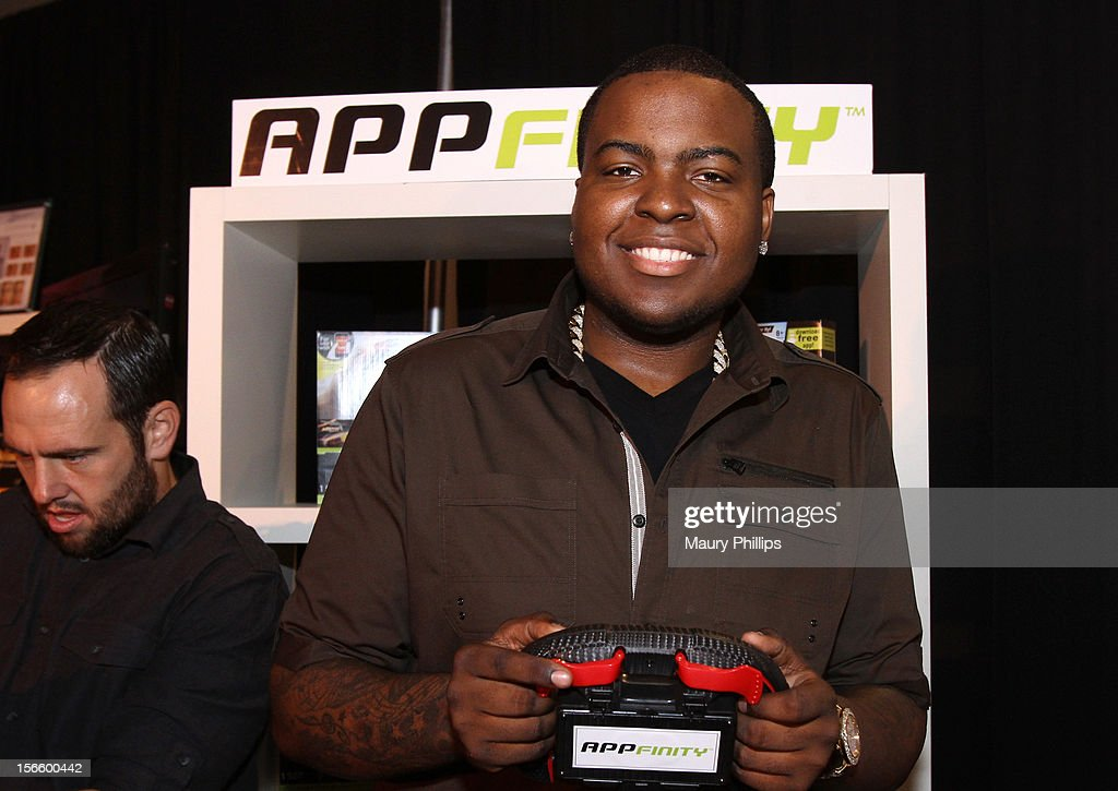 American Music Awards red carpet host <a gi-track='captionPersonalityLinkClicked' href=/galleries/search?phrase=Sean+Kingston&family=editorial&specificpeople=4413979 ng-click='$event.stopPropagation()'>Sean Kingston</a> visits the American Music Awards Artists Gift Lounge - Day 2 at LA Live on November 17, 2012 in Los Angeles, California.