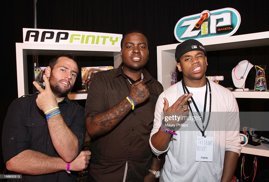 American Music Awards red carpet hosts Shay Carl, <a gi-track='captionPersonalityLinkClicked' href=/galleries/search?phrase=Sean+Kingston&family=editorial&specificpeople=4413979 ng-click='$event.stopPropagation()'>Sean Kingston</a> and <a gi-track='captionPersonalityLinkClicked' href=/galleries/search?phrase=Tristan+Wilds&family=editorial&specificpeople=3025356 ng-click='$event.stopPropagation()'>Tristan Wilds</a> visit the American Music Awards Artists Gift Lounge - Day 2 at LA Live on November 17, 2012 in Los Angeles, California.