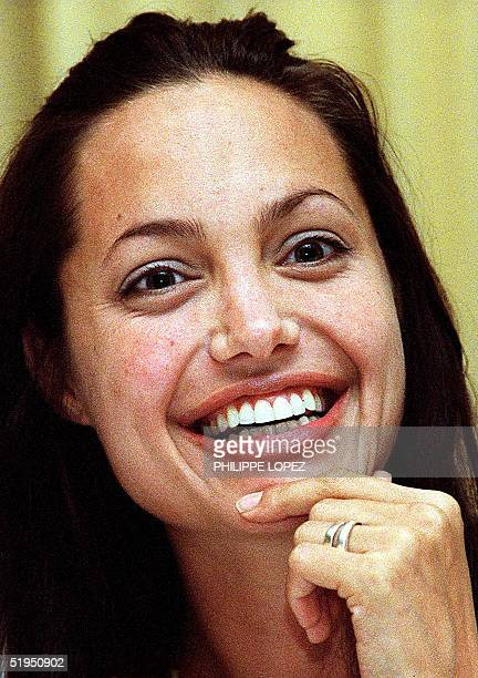 American Oscar winner actress Angelina Jolie smiles during a press conference in Siem Rep 29 November 2000 about the hollywood movie which some...