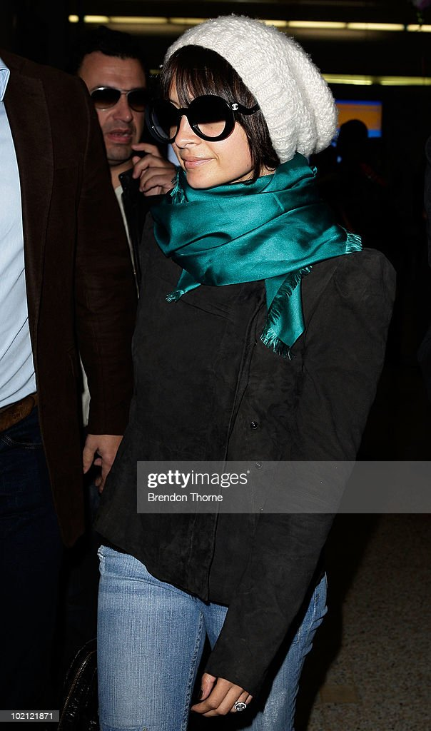 American personality Nicole Richie arrives at Sydney International Airport on June 16, 2010 in Sydney, Australia.
