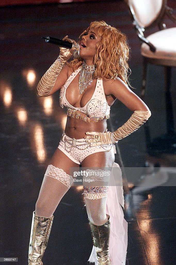 American pop star L'il Kim performs on stage at the 2001 MTV Video Music Awards held at the Metropolitan Opera House at Lincoln Center on September 6, 2001 in New York.