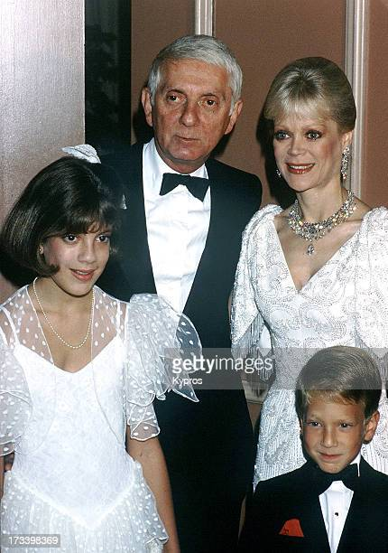 American producer Aaron Spelling with his wife author Candy Spelling and children Tori Spelling and Randy Spelling circa 1985