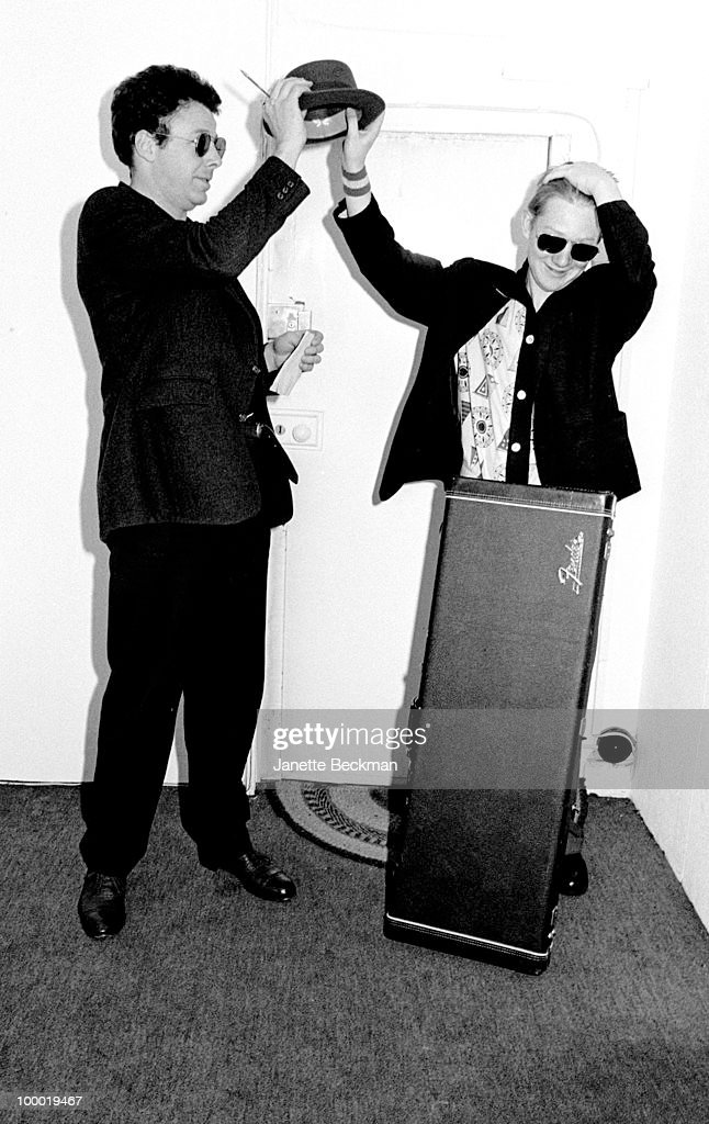 American psychedelic and experimental musician Mayo Thompson (left) clowns about with an unidentified man, London, England, 1981.