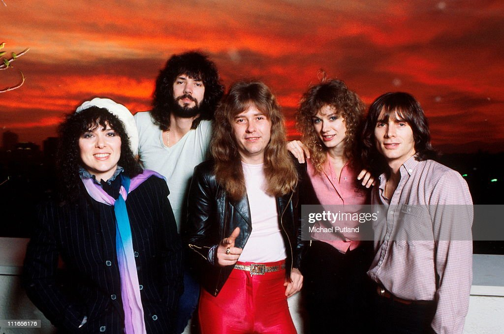 American rock group Heart, USA, February 1980. Left to right: singer and guitarist Ann Wilson, drummer Michael DeRosier, guitarist Howard Leese, singer and guitarist Nancy Wilson and bassist Steve Fossen.
