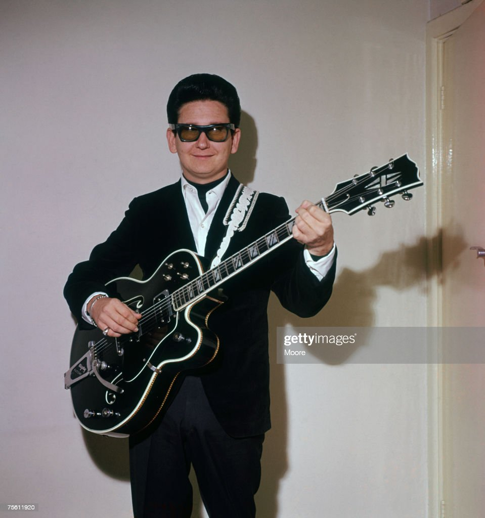 American rock'n' roll singer <a gi-track='captionPersonalityLinkClicked' href=/galleries/search?phrase=Roy+Orbison&family=editorial&specificpeople=913944 ng-click='$event.stopPropagation()'>Roy Orbison</a> (1936 - 1988) at Dolphin Square in London, April 1964.