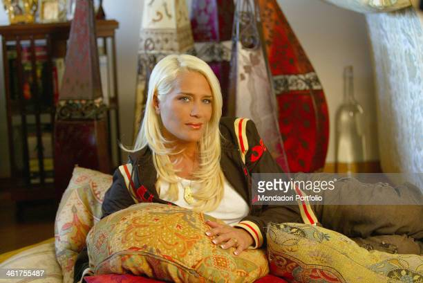 American showgirl Heather Parisi posing on a sofa on October 9th 2003
