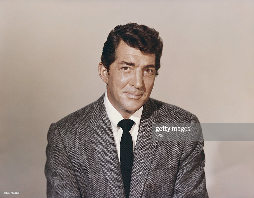 American singer, actor and comedian Dean Martin (1917 - 1995), circa 1960.