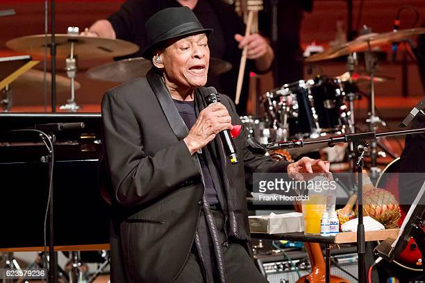 """jarreau gay singles Legendary jazz singer al jarreau, who won seven grammy awards  he also  appeared prominently in the charity single """"we are the world."""