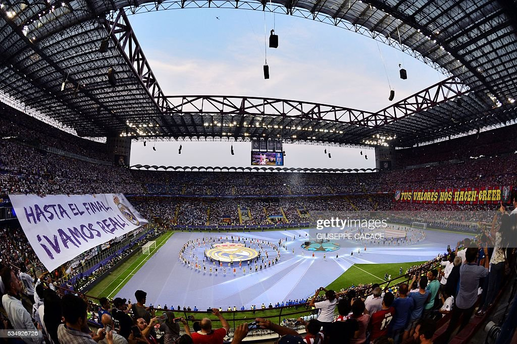 American singer Alicia Keys and dancers perform before the start of the UEFA Champions League final football match between Real Madrid and Atletico Madrid at San Siro Stadium in Milan, on May 28, 2016. / AFP / GIUSEPPE