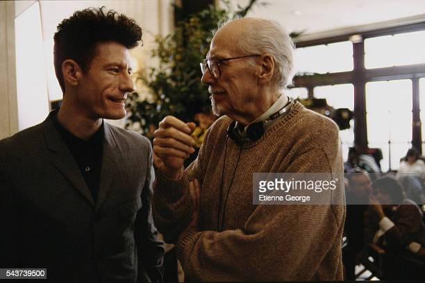American singer and songwriter Lyle Lovett and movie director Robert Altman on the set of his film PrêtàPorter