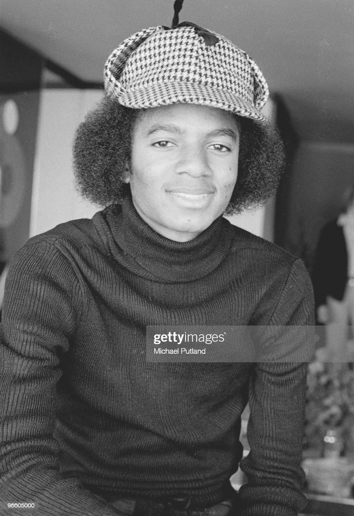 American singer and songwriter Michael Jackson (1958 - 2009) wearing a deerstalker, New York, 1977.