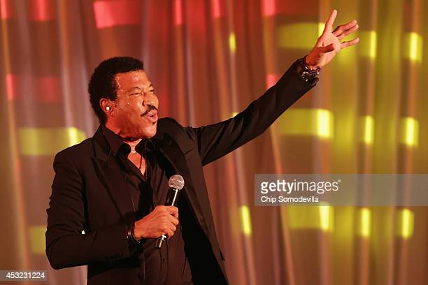 American singer Lionel Richie performes 'Easy' during a dinner on the occassion of the USAfrica Leaders Summit on the South Lawn of the White House...
