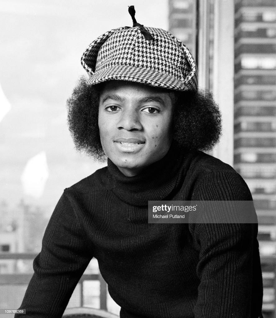 American singer <a gi-track='captionPersonalityLinkClicked' href=/galleries/search?phrase=Michael+Jackson&family=editorial&specificpeople=70011 ng-click='$event.stopPropagation()'>Michael Jackson</a> (1958 - 2009) posing in New York in 1977.