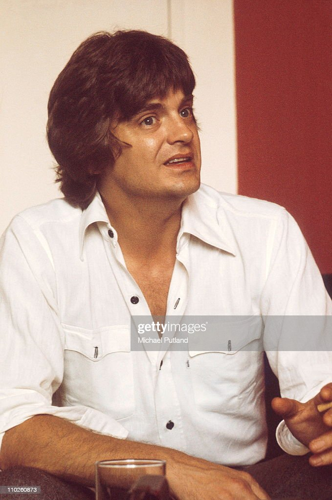 American singer <a gi-track='captionPersonalityLinkClicked' href=/galleries/search?phrase=Phil+Everly&family=editorial&specificpeople=241280 ng-click='$event.stopPropagation()'>Phil Everly</a> (1939 - 2014) of the Everly Brothers, London, 15th August 1974.