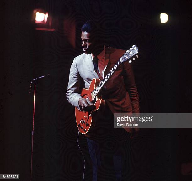 PARK Photo of Chuck BERRY Chuck Berry performing on stage