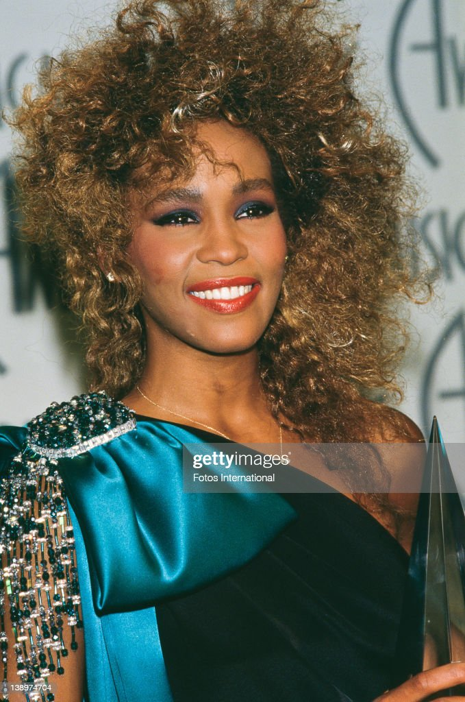 American singer <a gi-track='captionPersonalityLinkClicked' href=/galleries/search?phrase=Whitney+Houston&family=editorial&specificpeople=201541 ng-click='$event.stopPropagation()'>Whitney Houston</a> (1963 - 2012) at the American Music Awards, Shrine Auditorium, Los Angeles, California, 27th January 1986.