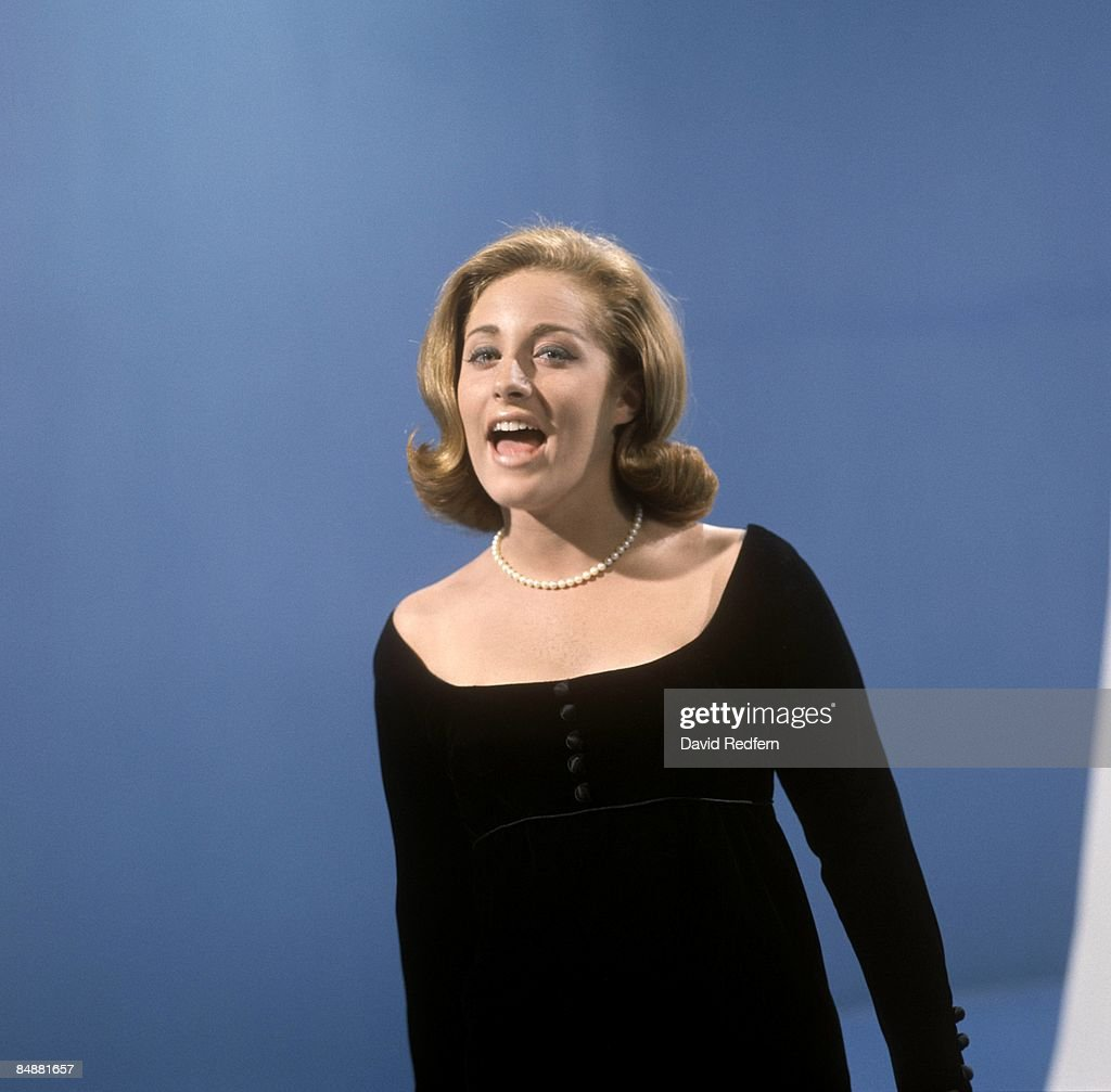 American singer-songwriter <a gi-track='captionPersonalityLinkClicked' href=/galleries/search?phrase=Lesley+Gore&family=editorial&specificpeople=1131026 ng-click='$event.stopPropagation()'>Lesley Gore</a> (1946 - 2015) performing on the TV show, 'Thank Your Lucky Stars', at Alpha Studios, Birmingham, September 1964.