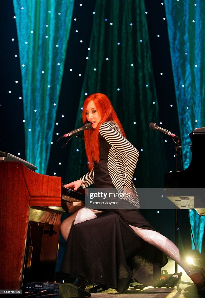 American singer/songwriter Tori Amos performs live during a dress rehersal ahead of her performance at Hammersmith Apollo on September 10 2009 in...