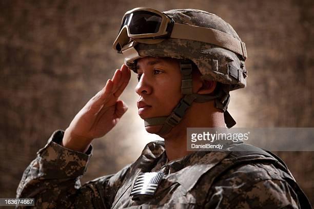 American Soldier hacer un saludo